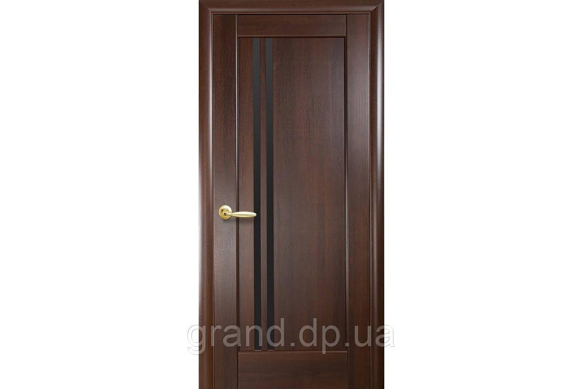 Межкомнатная дверь  Делла ПВХ DeLuxe с черным стеклом,цвет каштан