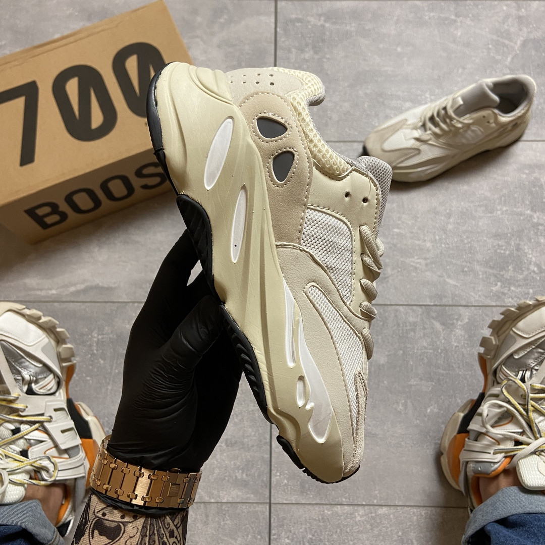 Жіночі кросівки Adidas Yeezy Boost 700 v2 Analog