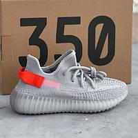 Женские кроссовки в стиле Adidas Yeezy Boost 350 V2 Tail light