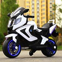 Детский электромотоцикл BMW на аккумуляторе с с резиновыми надувными колесами M 3681 белый для детей 3-8 лет