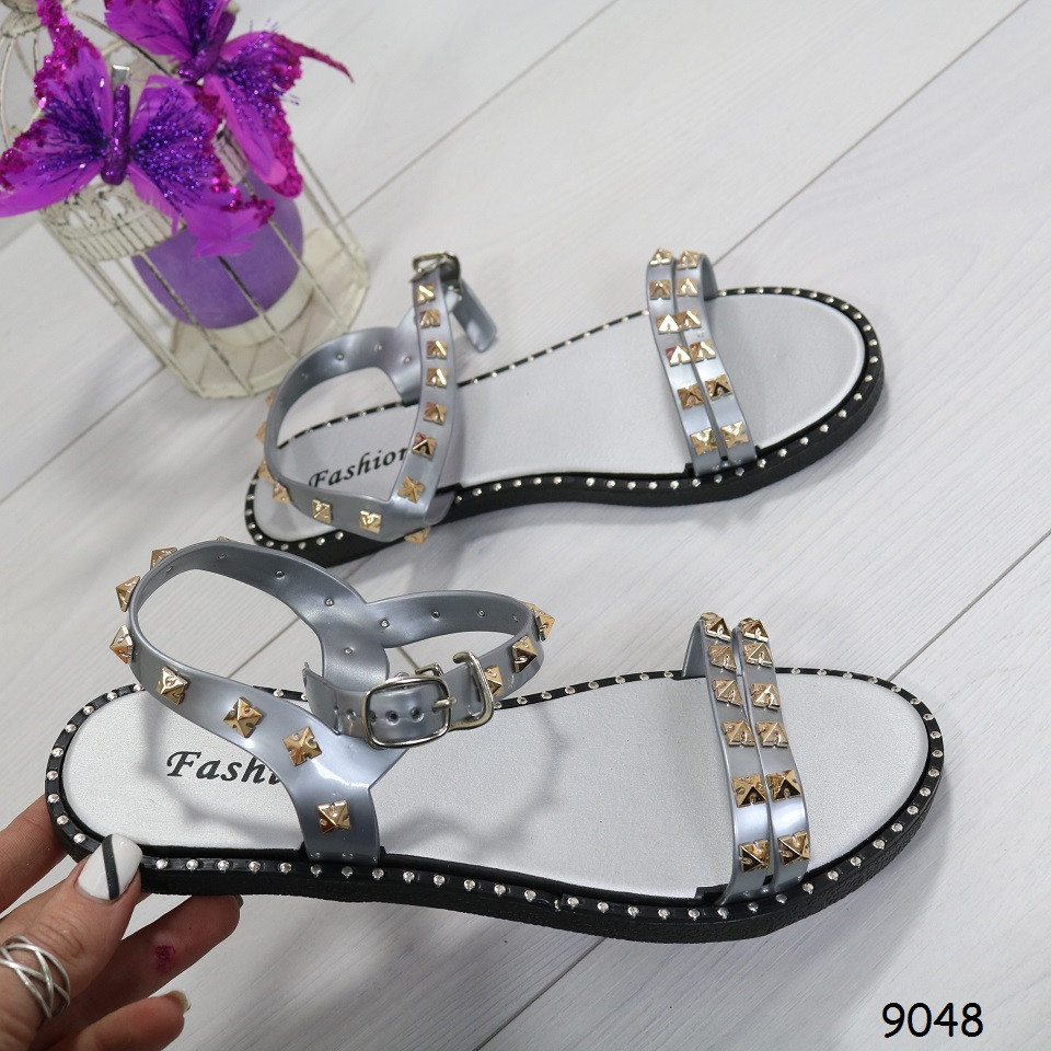 Серебристые женские сандалии на плоской подошве