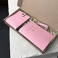 Подарочный набор для девушек розовый (обложка на паспорт, брелок на ключи, кошелек) из натуральной кожи