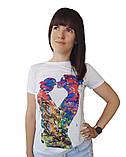 """Белая женская футболка с ярким принтом """"Мама сын"""", фото 2"""
