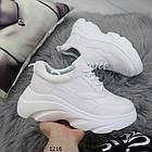 Белые женские кроссовки на толстой подошве