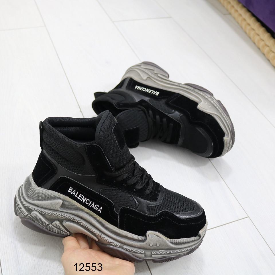 Женские осенние кроссовки в черном цвете