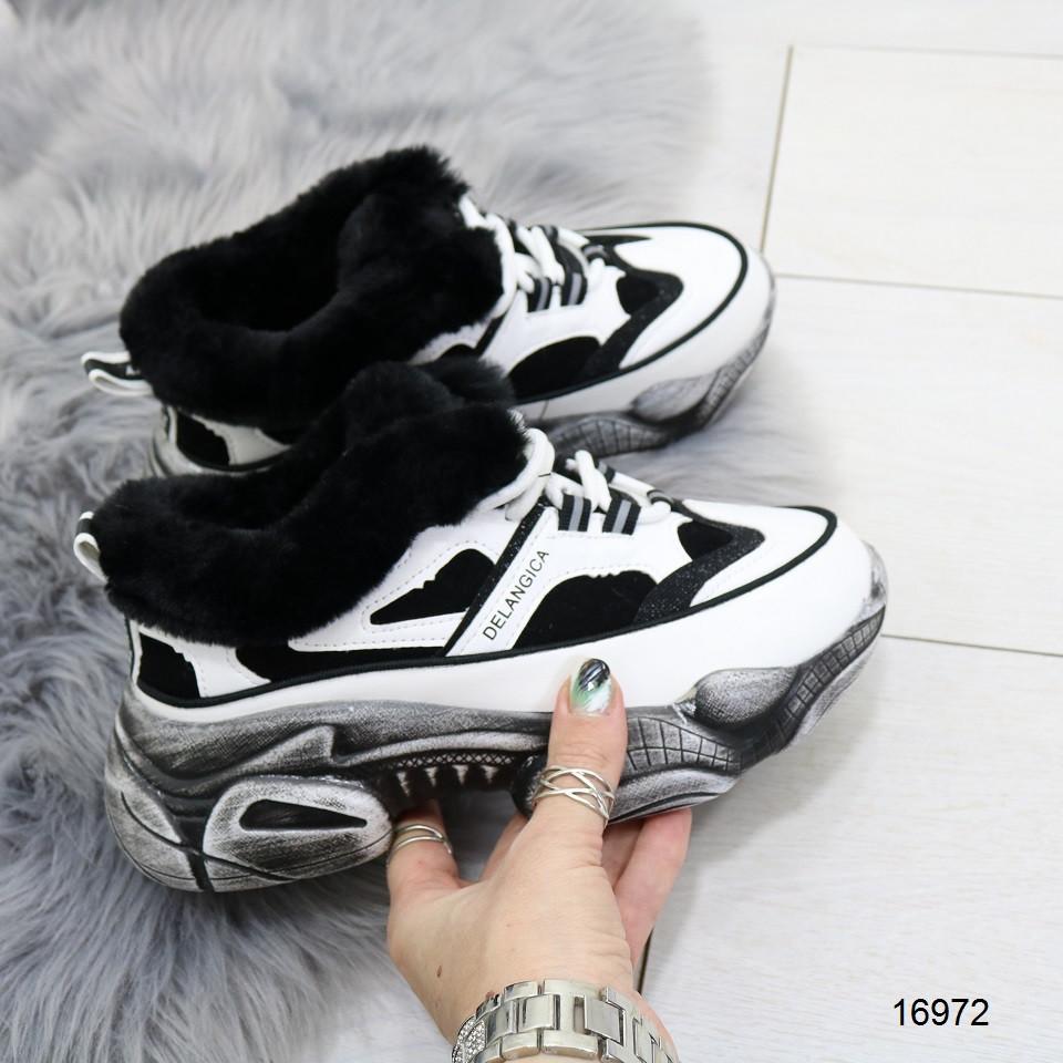 Зимние женские кроссовки с черным мехом