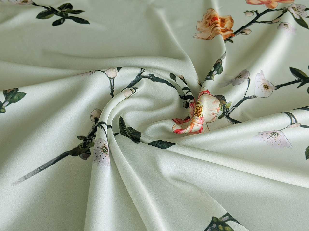 Шелк сатин цветущая ветка, молочный