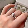 Красивое женское кольцо из серебра 925 пробы с золотыми вставками и белыми фианитами