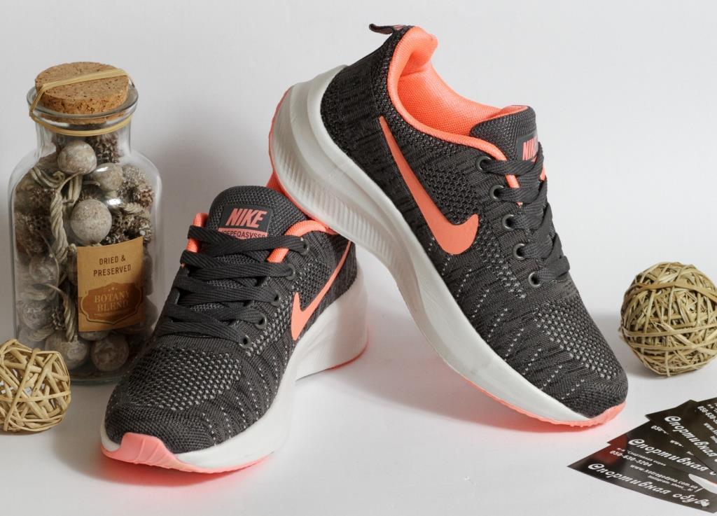 0400 Кроссовки Nike серого цвета с белой подошвой. 40 размер - 24,5 см по стельке