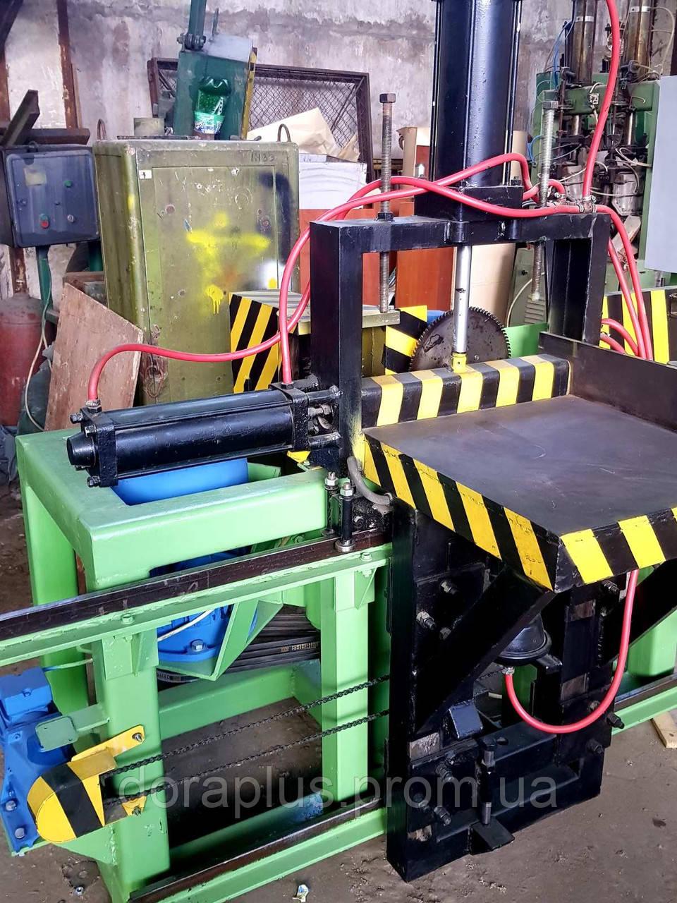 Верстат фрезерно-шипорізний з підрізною пилою, пневматичним притиском заготовки в двох площинах, авто