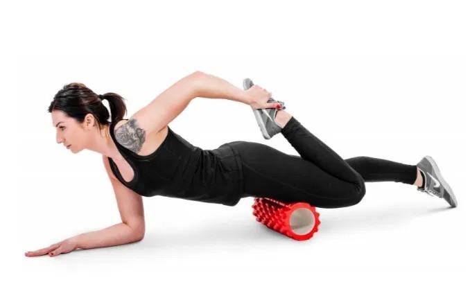 Роллер массажер спины и ног для кроссфита, фитнеса и йоги красный