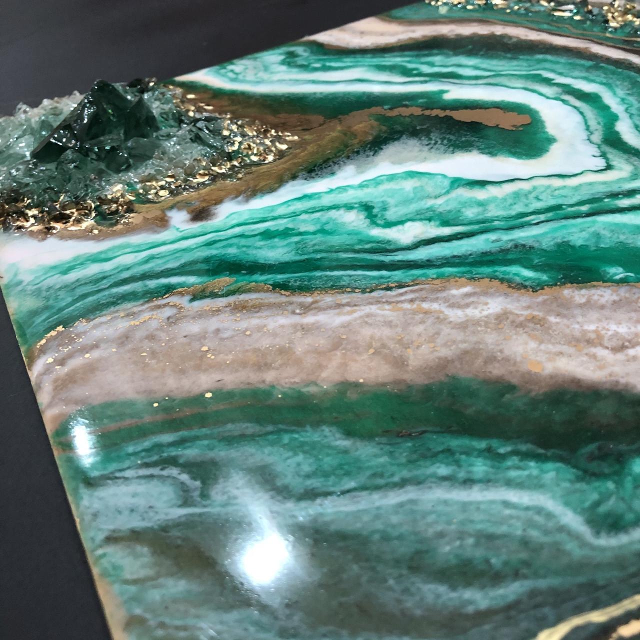 Картина срез камня с кристаллами