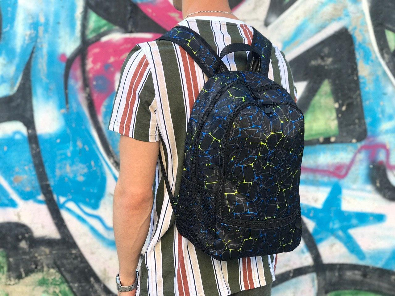 Спортивный рюкзак синего цвета с узорами