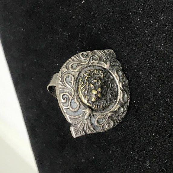 Кольцо металлическое с изображением Льва
