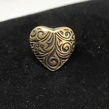 Кольцо из металла в форме сердечка желтое