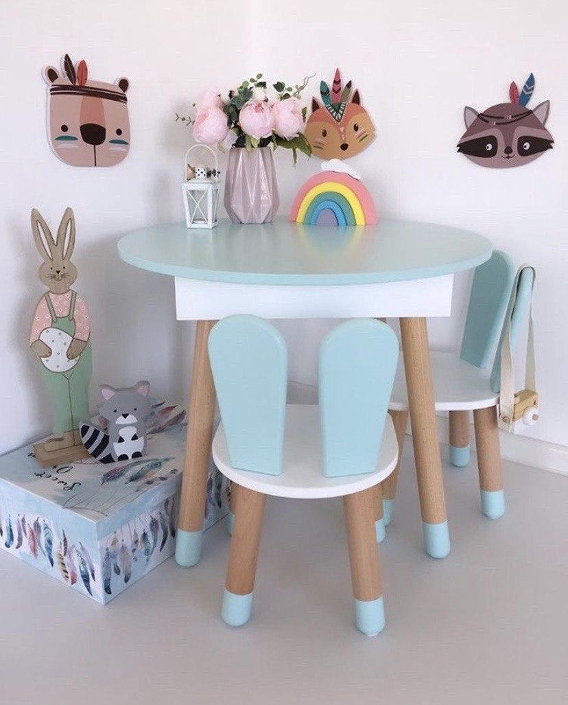 Детский круглый стол с пеналом и 2 стула зайки