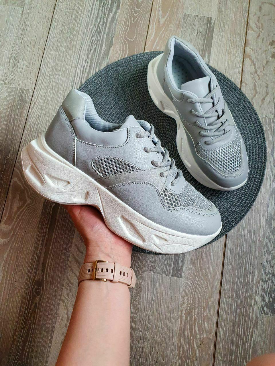 Кросівки жіночі на підошві