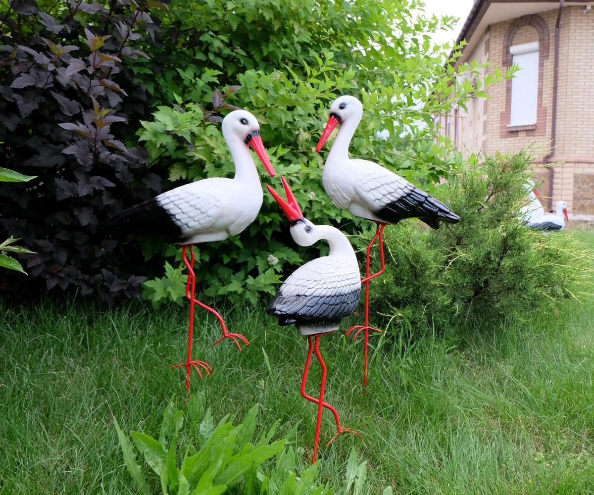 Семья из трех аистов для сада, аисты с аистенком - садовый декор из керамики на металлических лапках (ББУ)