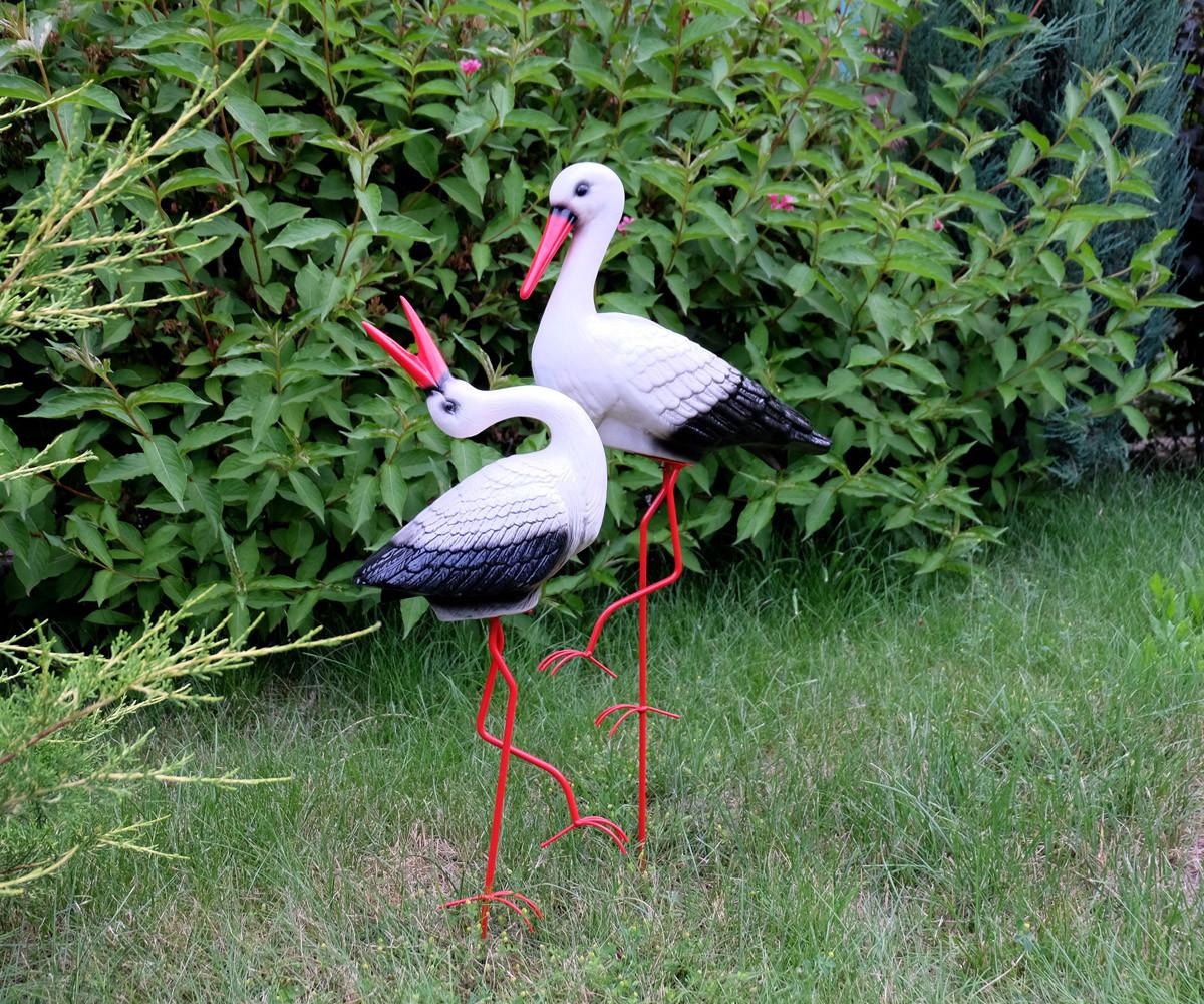 Влюбленная пара аистов - садовый декор из керамики на металлических лапках (УБ)