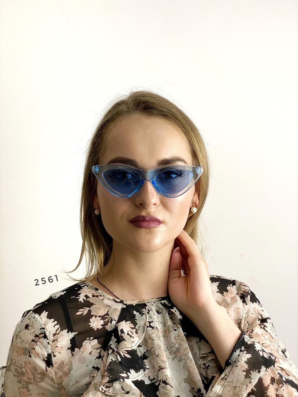 Модные голубые ретро-очки