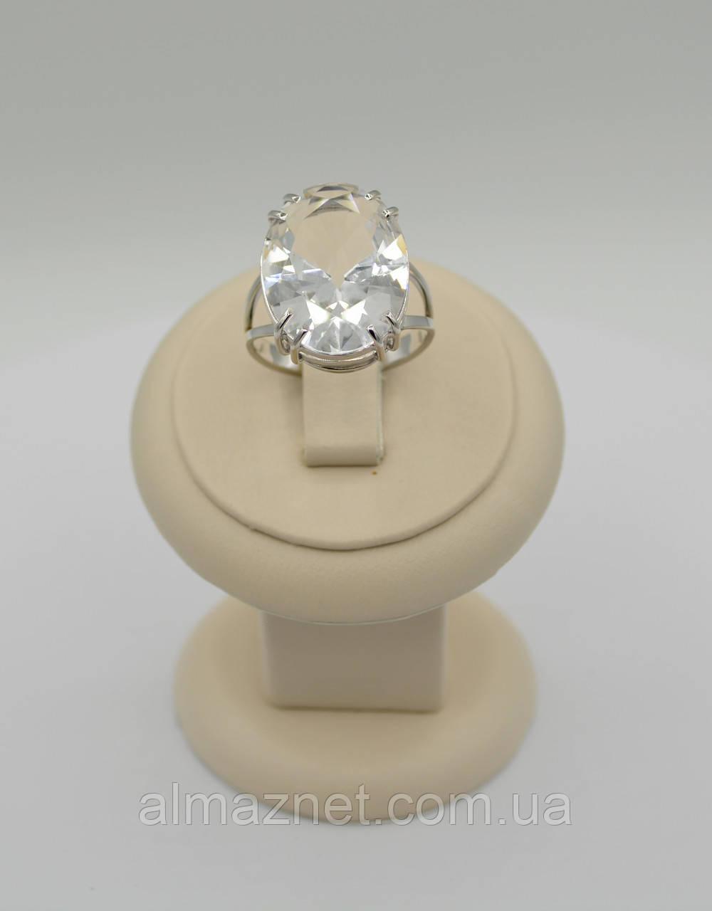 Кольцо из белого золота с горным хрусталем с одним камнем