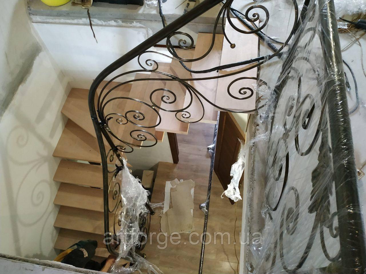 Кованые перила для лестницы. Кована огорожа сходів.