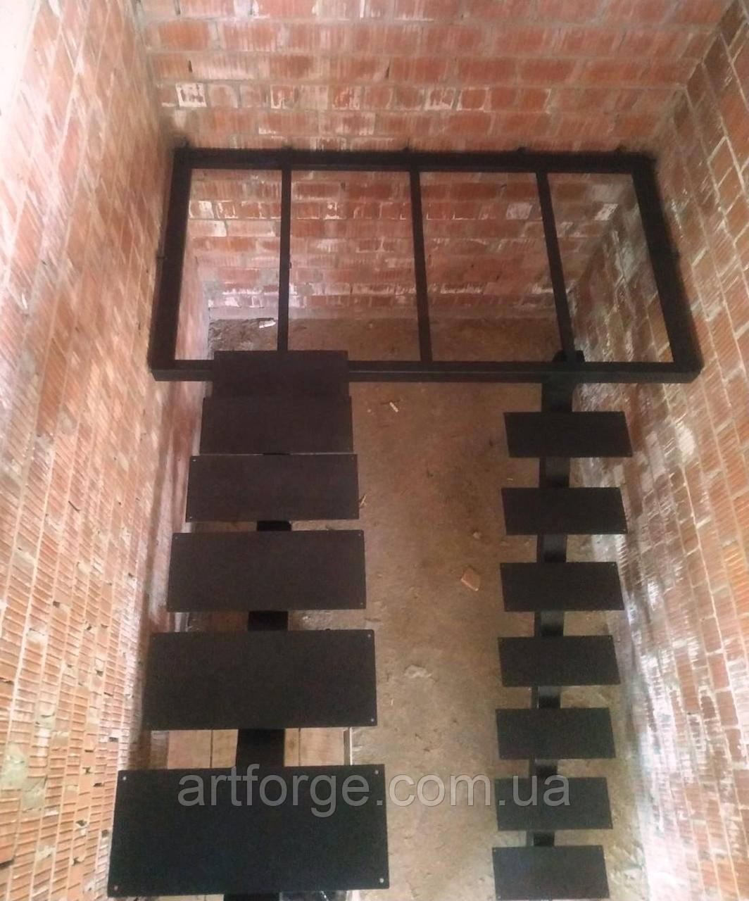 Каркас лестницы на монокосоуре. Лестница на центральной несущей.