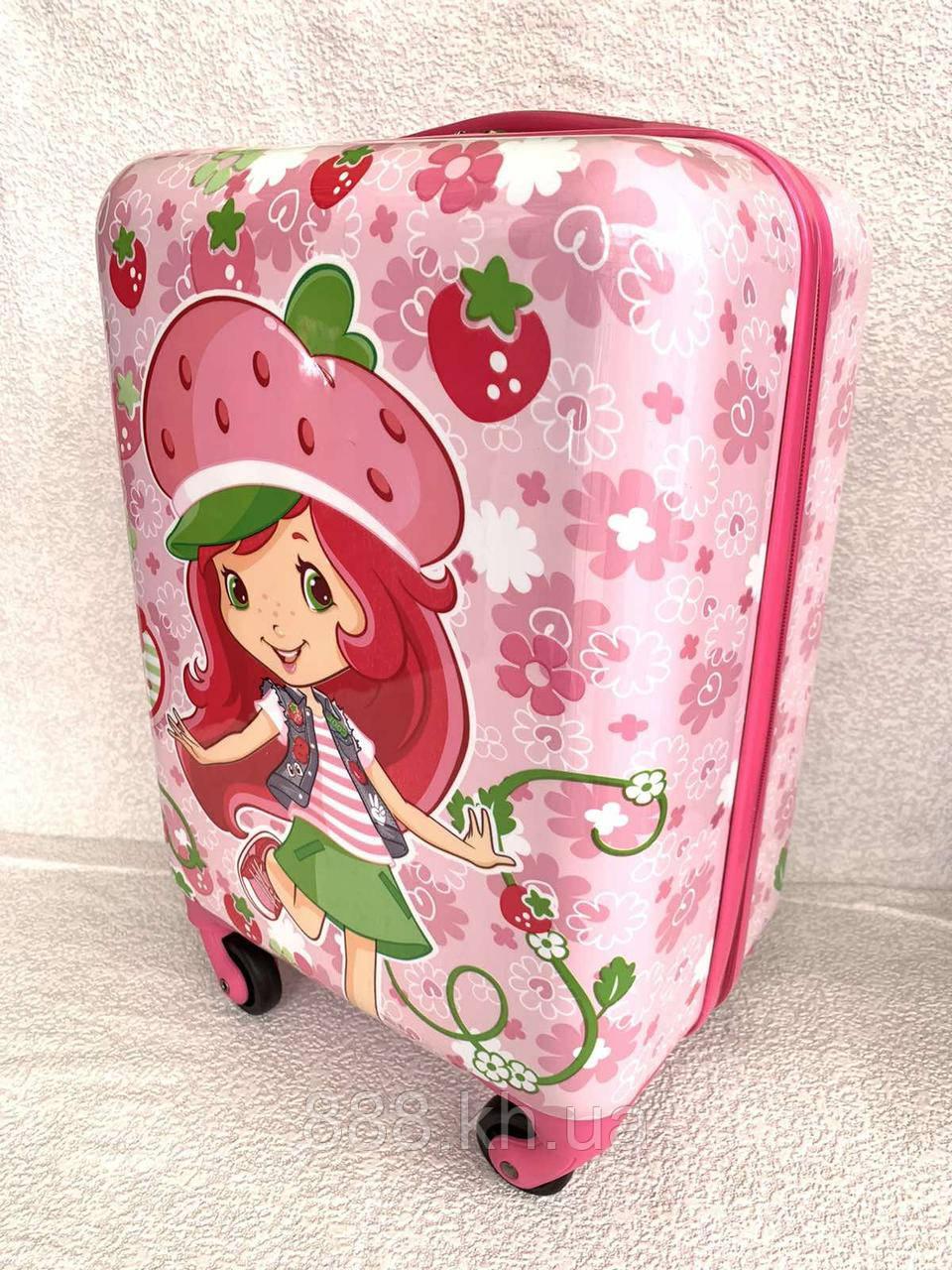 """🔴 Дитячий пластиковий валізу на колесах """"Дівчинка-полуничка"""" ручна поклажа, 44/30/20 см"""