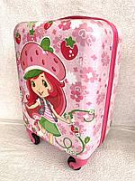 """Детский пластиковый чемодан на колесах """"Девочка-клубничка """" ручная кладь, дитячі валізи"""