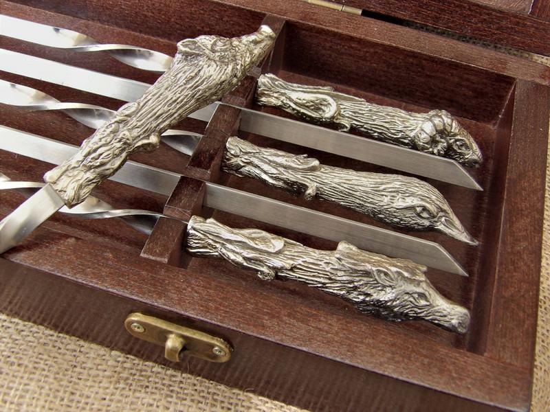 """Подарочный набор шампуров """"Охотничий трофей """" в кейсе из натурального дерева"""
