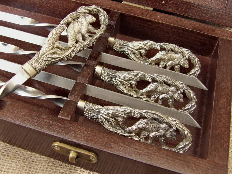 """Подарочный набор шампуров ручной работы """"Медведь """" в кейсе из натурального дерева"""