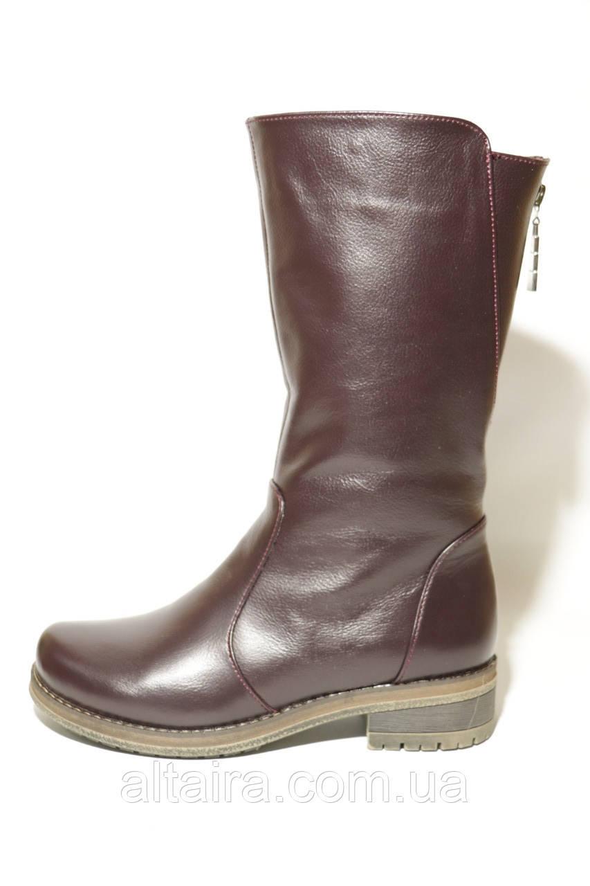Жіночі зимові чоботи бордового кольору з натуральної шкіри, з невеликим каблучком. Розміри 38,41.