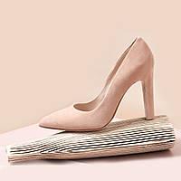 Женские замшевые бежевые туфли-лодочки на устойчивом каблуке