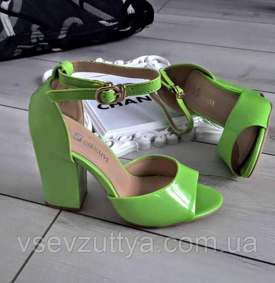 Босоножки зеленые лакированные на каблуке 37р