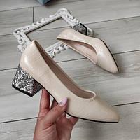 Туфлі бежеві жіночі на низькому каблуку екошкіра 37