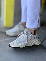 Adidas Yeezy Boost 700 Analog. Женские кроссовки Адидас Изи Буст 700 Аналог белые  с бежевым