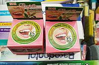 Твёрдая тайская отбеливающая зубная паста Isme Rasyan Herbal Clove с маслом гвоздики 5 гр /відбілююча тайська