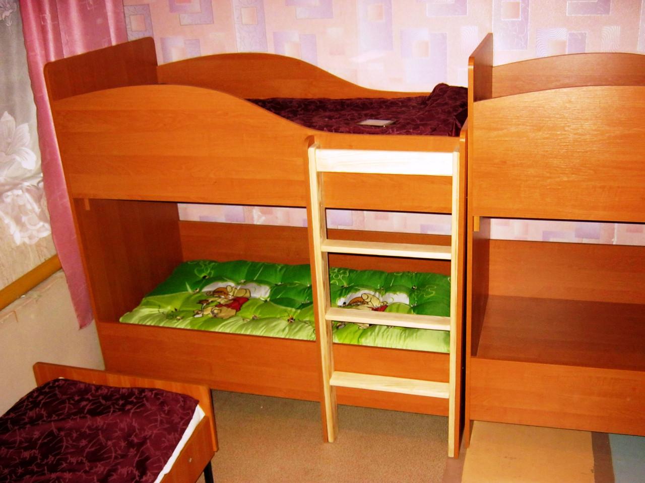 Двухярусная кровать для двоих детей