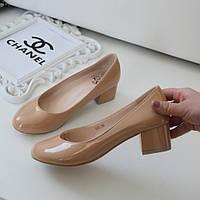 Туфли женские на низком каблуке бежевые лаковые