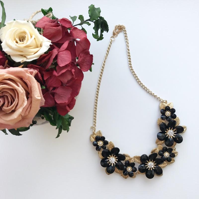 Колье Black Flowers