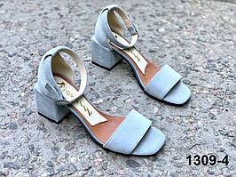 Босоножки женские замшевые светло серые на квадратном каблуке