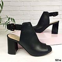 Черные кожаные босоножки на каблуке