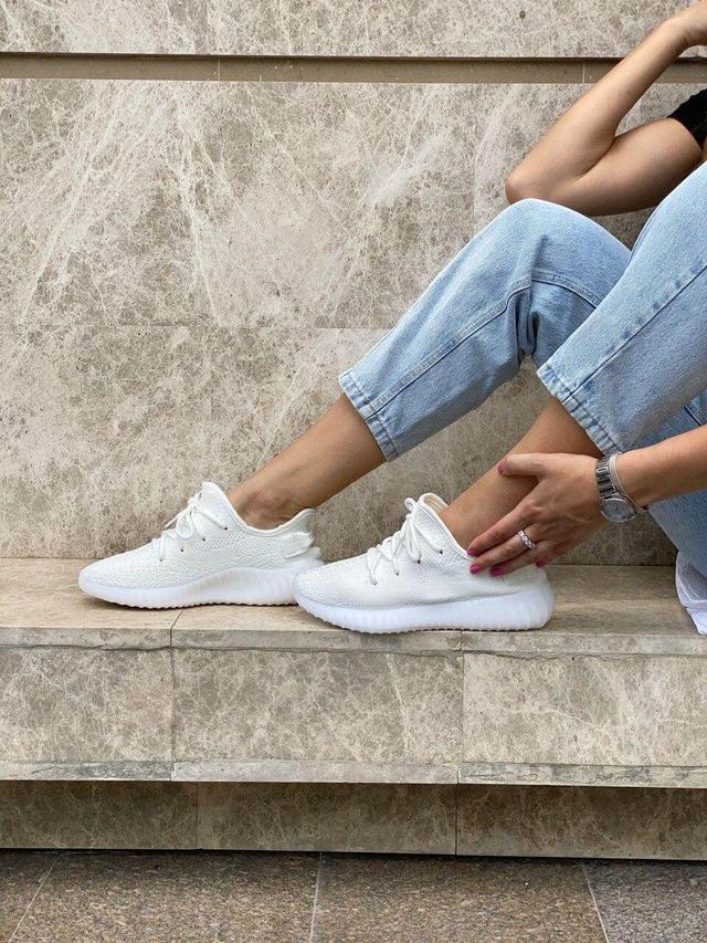 Белые кроссовки Adidas Yeezy Boost 350