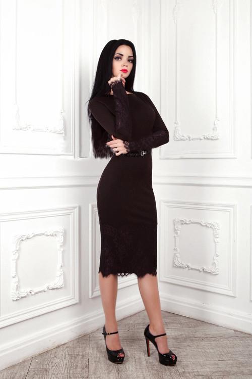 Элегантное трикотажное платье футляр с кружевом  161