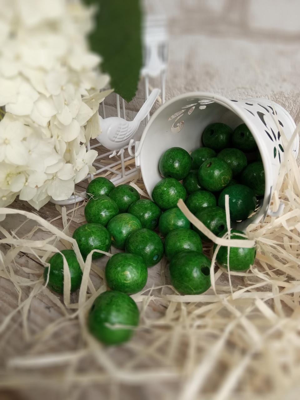 Зеленые деревянные бусины круглой формы, 30 шт,  диаметр - 2 см.,  15 гр.