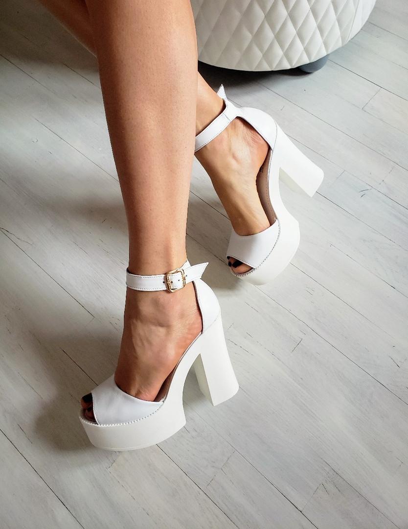 Женские белые кожаные босоножки на высоком каблуке и платформе ТМ Bona Mente