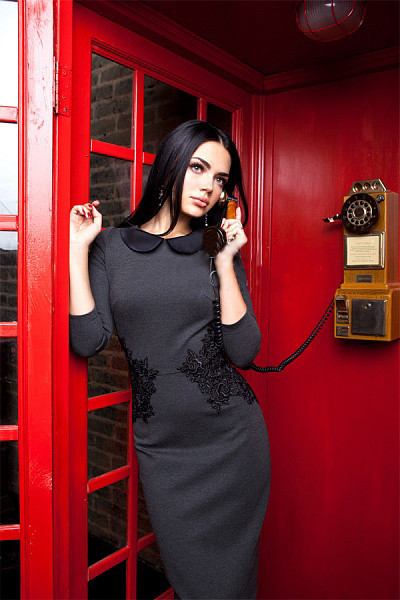 Элегантное трикотажное платье футляр с кружевом  167