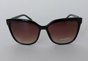 Женские солнцезащитные очки в фигурной оправе