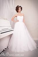 Свадебное платье белое с пышной юбкой из фатина