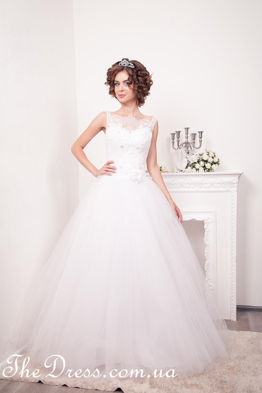 2166e9101a5 Свадебное платье белого цвета с пышной юбкой из фатина  продажа ...